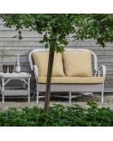 Canapé 2 places Nantucket en résine fine tressée coloris Dune avec coussin couleur perle